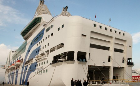 Новость из морской отрасли « »В Испании арендовали три судна для ночлега полицейских